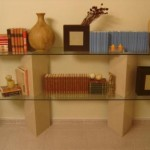 Quando bem estruturadas, as estantes de vidro completam a decoração. (Foto: Divulgação)