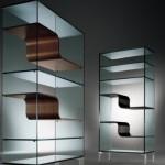 Estantes de vidro com design inusitado.  (Foto: Divulgação)