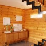 Madeira clara também consegue decorar uma casa com charme e elegância. (Foto:Divulgação)