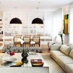 A decoração tranquila de uma sala de estar graças ao tapete claro e simples.
