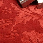 Tapete com tema floral em vermelho vívido.