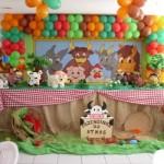 """O tema """"Fazendinha"""" faz a alegria da criançada durante a festa de aniversário."""