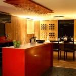 Um espaço da casa reservado para adega