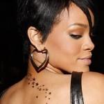 Rihanna tem tatuagens de estrelas (Foto:Divulgação)
