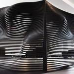Biombo moderno utilizado em um loft, ótima opção para delimitar espaços