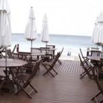 Mesas e cadeiras para deck de casa na praia
