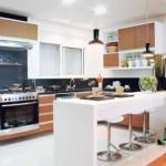 Todos os espaços da cozinha são aproveitados através dos móveis
