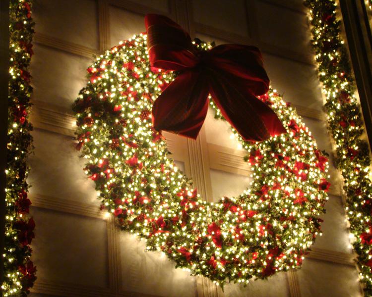 Decoração de Natal com guirlanda e luzes (Foto: Divulgação)