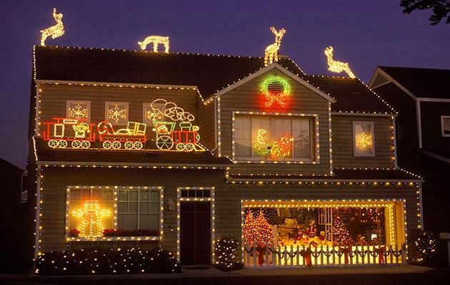 Decoração de Natal com muitas luzinhas