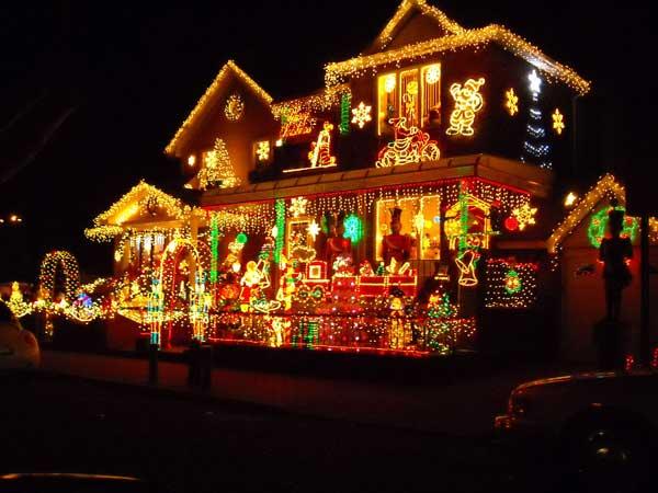 Casa iluminada para o Natal