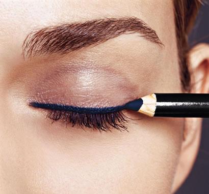 O produto em lápis é mais fácil de ser aplicado (Foto: Ilustração)
