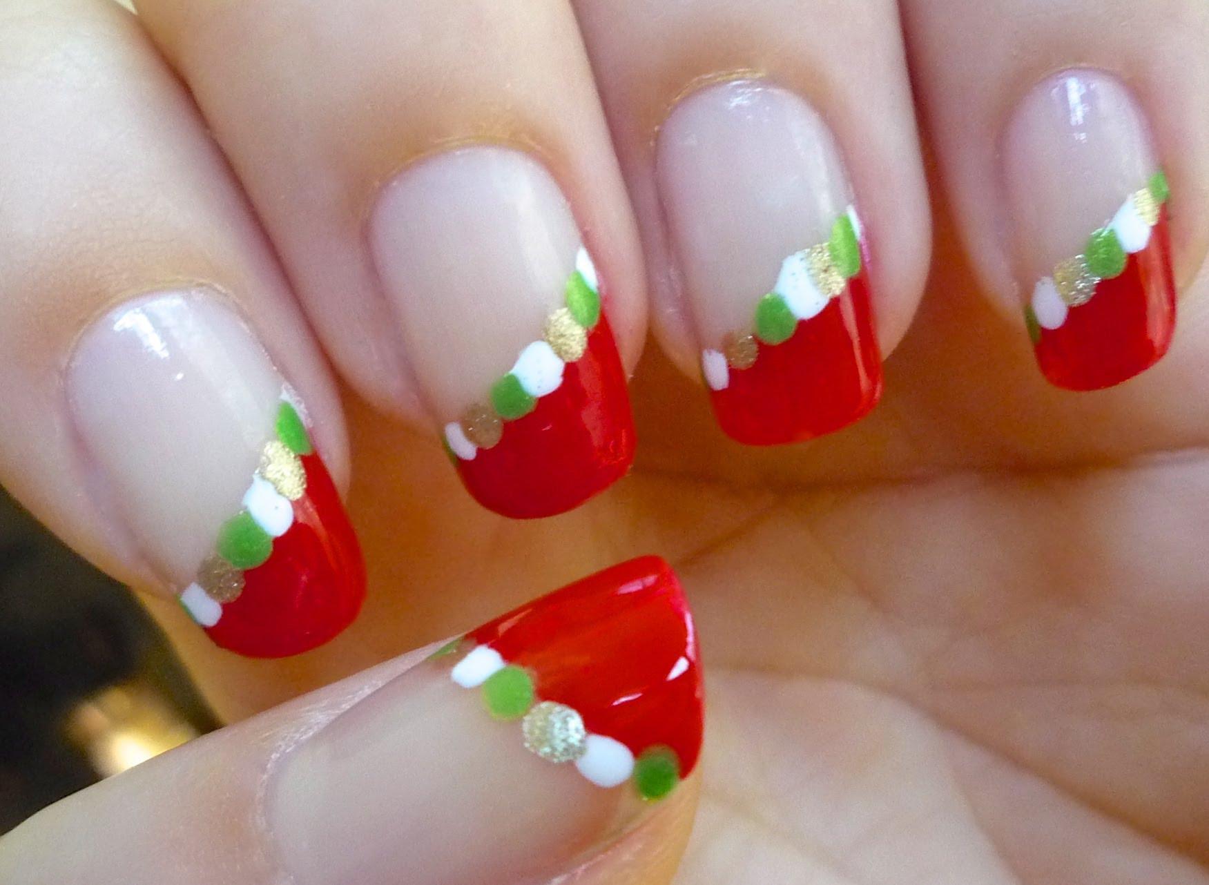 Unhas decoradas para Natal com postas vermelhas (Fot: Divulgação)