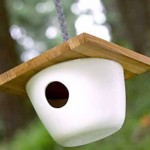 Casa de passarinho de cerâmica.