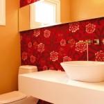 Papel de parede deixa o lavabo charmoso.