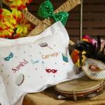 A decoração pode se inspirar no samba, nas cores vivas e nas alegorias.  (Foto: Divulgação)