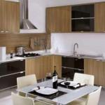A mobília planejada deixa a cozinha mais organizada.