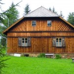 A madeira é material importante na construção da casa de campo