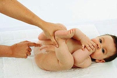 Antes de passar qualquer pomada no seu bebê, consulte o pediatra dele. (Foto: Divulgação)