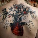Tatuagem complexa e estranha.