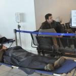 Vítimas do acidente recebendo tratamento médico