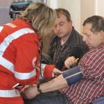 Vítimas do acidente do Costa Concórdia recebendo atendimento médico