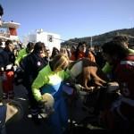 Paramédicos socorrem aos feridos do Costa concordia, navio que afundou na costa italiana