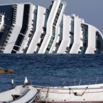Navio de Cruzeiro Costa Concórdia que naufragou na costa da Itália após se chocar contra uma rocha não cartografada