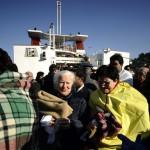 Pessoas sendo atendidas pelas equipes de resgate