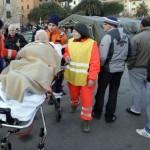 Sobreviventes do naufrágio do Costa Concórdia, ocorrido nessa sexta-feira (13) recebendo atendimento