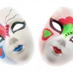 Máscara com decoração artesanal