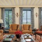 Uma sala colonial elegante, confortável e aconchegante.