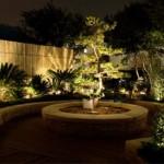 Jardim iluminado estrategicamente