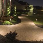 Um jardim iluminado é perfeito para passeios noturnos