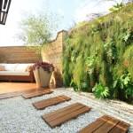 Muro decorado com plantas na parte interna