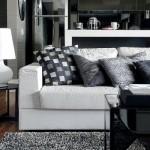 Apesar de não existir uma variedade de cores, o sofá tem almofadas estampadas.