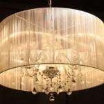 Apesar de antigo, o lustre é considerado o queridinho dos decoradores