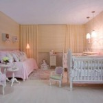 O amarelinho deixa o quarto delicado e confortável.