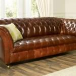 O charme de um sofá de couro retrô.