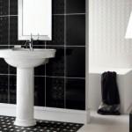 O efeito monocromático invadiu este banheiro, brincando com as cores preto e branco.