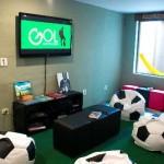 Sala para os amantes de futebol.