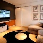 """Uma sala de TV perfeita para assistir filmes com um clima de """"cineminha particular"""""""