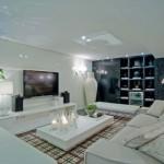 Uma sala de TV moderna e totalmente clean.