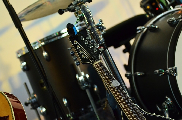 Os instrumentos musicais usados podem ser encontrados em excelente estado (Foto: Divulgação Pixabay)