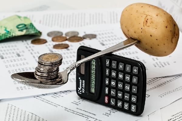 Aumento do salário fica na balança em contraponto com a economia (Foto: Divulgação)