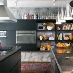 A cozinha contemporânea combina com a ilha central.