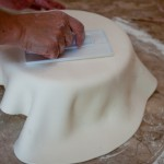 Passo a passo para confeitar o bolo (Foto:Divulgação)