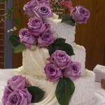 Bolo de casamento com flores enfeitando(Foto:Divulgação)