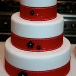 Bolo de casamento decorado em vermelho (Foto:Divulgação)