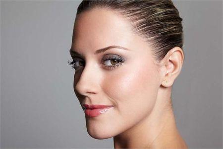 As maquiagens leves deixam transparecer uma aparência mais natural