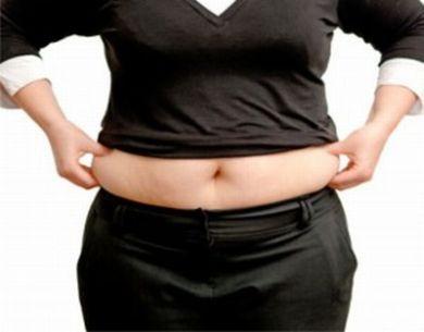O aparecimento repentino de uma gordurinha indesejada pode ter a ver com a retenção de líquido